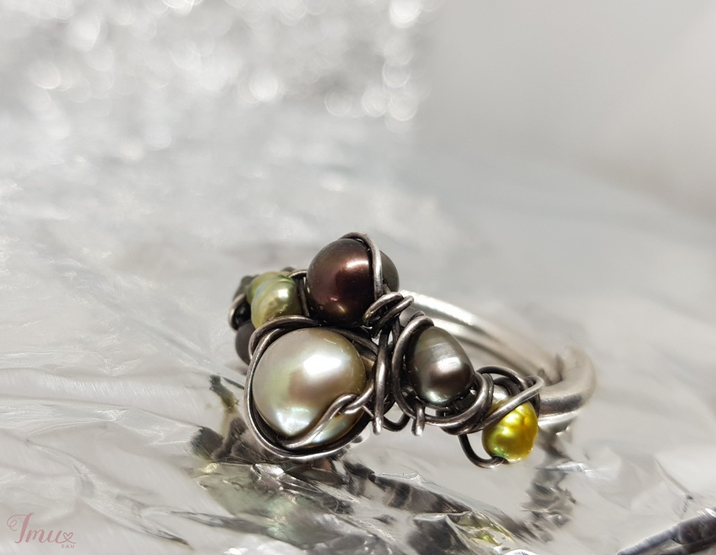 imusau.lt | parduodama Gražaus sidabrinis žiedas su gėlavandeniais perlais